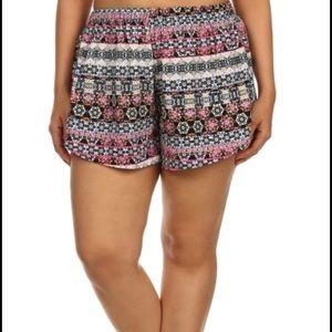 boutique Pants - 🖤LAST PAIR!🖤 Plus Size Printed shorts