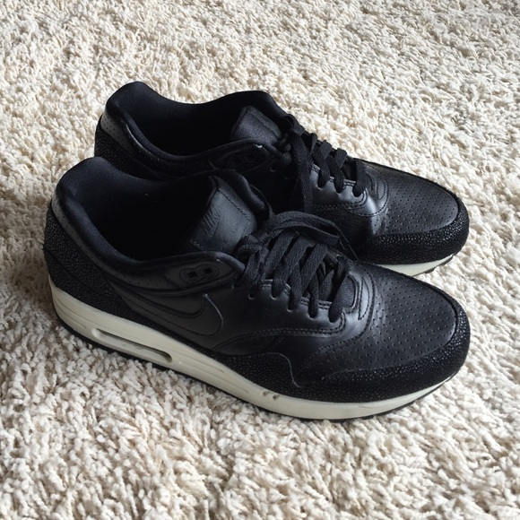 best sneakers 58c2e dc4eb NIKE AIR MAX 1 Leather Black Sea Glass. M 555d1710713fde6cff000670