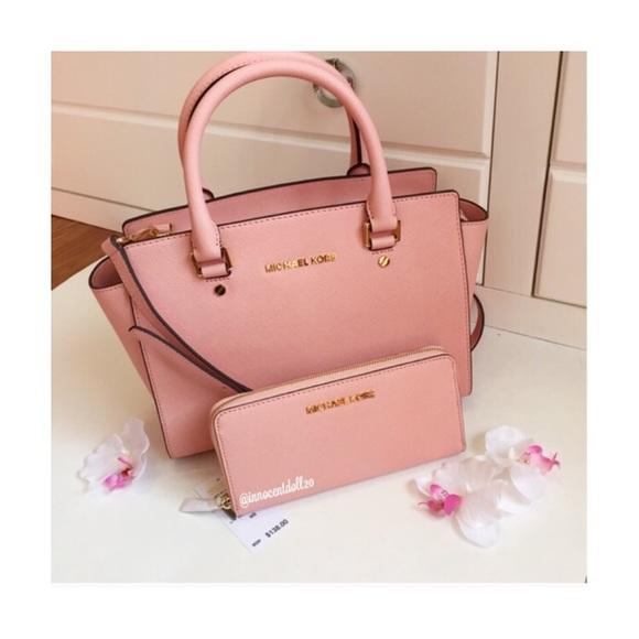 13 off michael kors handbags sold michael kors pale pink selma wallet set from innocent. Black Bedroom Furniture Sets. Home Design Ideas