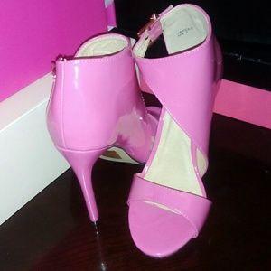 Mid high heel sandal