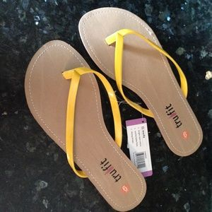 Tru Fit Shoes - FREE w/$25 purchase NEW Thong Flip Flops Yellow 9.