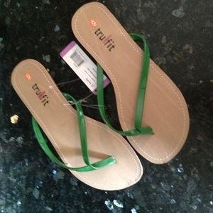 Tru Fit Shoes - FREE w/$25 purchase NEW Thong Flip Flops Green 9