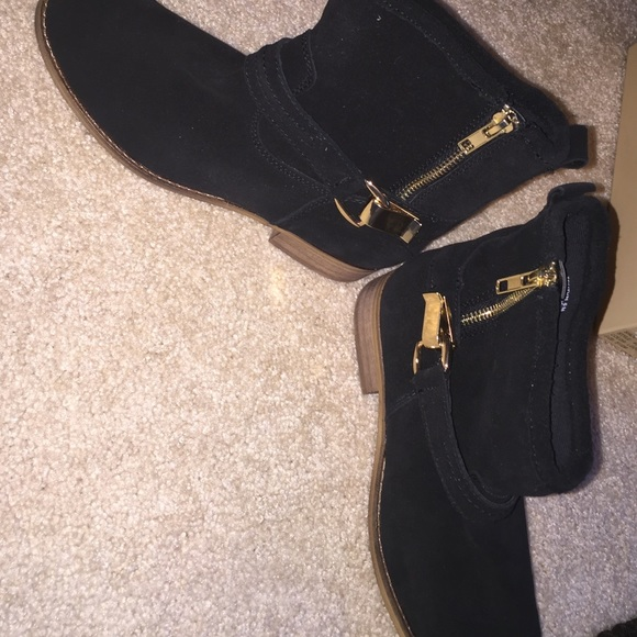 24fd03d7a49 Steve Madden Black/Gold Suede Ankle Boots NWT