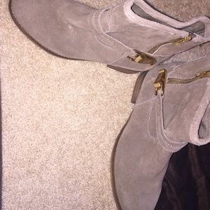 Steve Madden Taupe/Gold Suede Ankle Boots