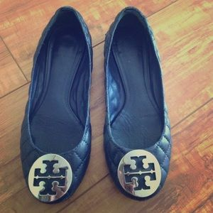 Tory burch navy quilted shoes