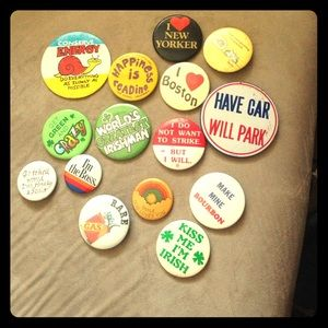 Lot of vintage pin buttons
