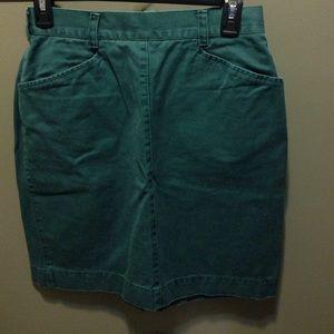 Classic hunter green skirt made of khaki material