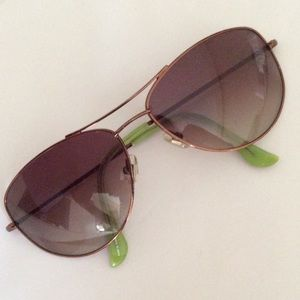 🎉💕HOST PICK💕🎉Kate Spade brown aviators