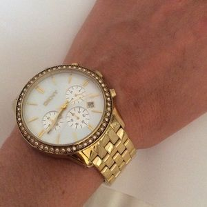 DKNY Jewelry - 💕SALE💕DKNY gold link bracelet, pearly white face