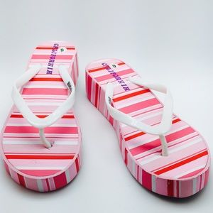 New with tag Flatform wedge sandal style flip flop