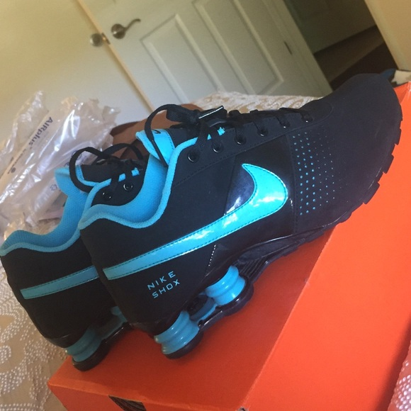 sale retailer c18f1 fa121 Nike Shox Black and Teal Sneakers. M 5569ddfcea99a671ac00808b
