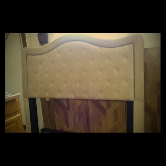 70 Off Bobs Furniture Other Queen Head Board From Grisel 39 S Closet On Poshmark