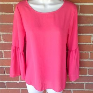 Boutique Tops - NWT Pink Fuchsia Bell Sleeve Chiffon Top Size S