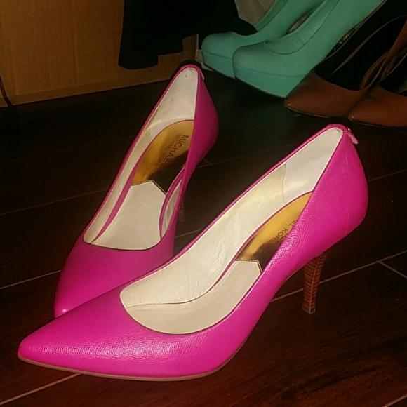 e935c6e5a43 Hot pink mivhael kors heels