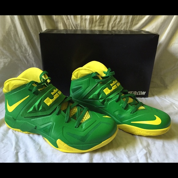 another chance 0c60e 8b93c New Lebron Soldier's (OREGON DUCKS PE) Green Apple