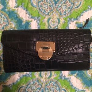 Lulu black wallet