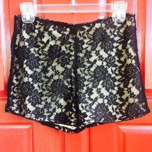ZINGA Pants - Lace Shorts