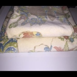 Pottery Barn 2 sets towels