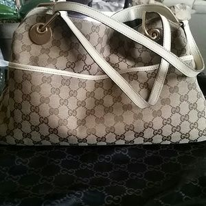 Authentic Gucci medium size shoulder bag