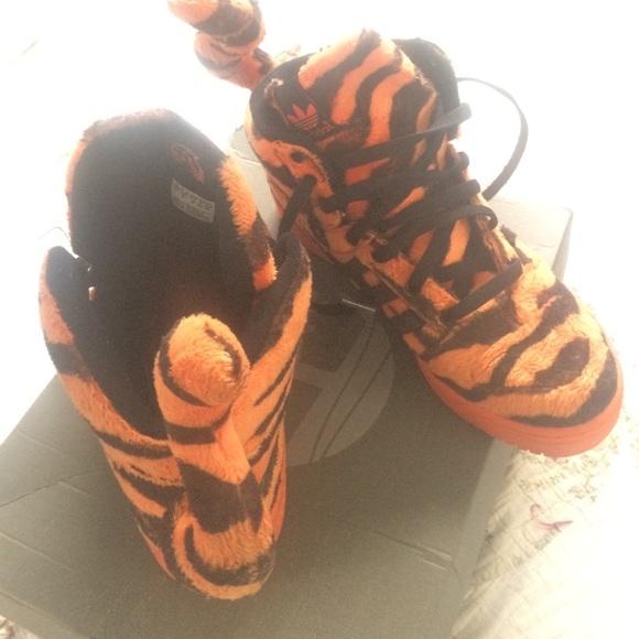 adidas Shoes Sjælden Jeremy Scott Tiger størrelse 95Poshmark  Jeremy Scott Adidas Tigers