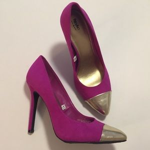 Shoes - Gold Tip Pointed Pump