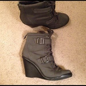 Simply Vera Vera Wang Boots - Olive / army green wedge boots