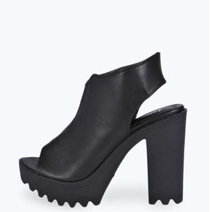 50% off Shoes - Grey srapy heels. Chunky heels NWT from Anna's ...