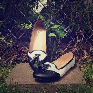 Report Shoes - Report black & white loafer flats
