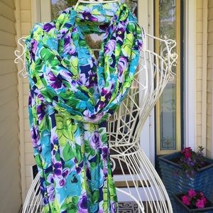 NWT gorgeous floral scarf