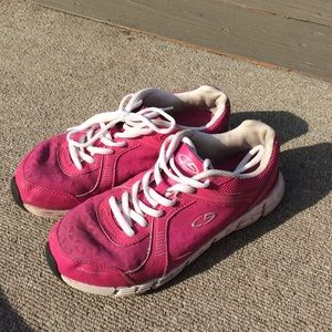Shoes - Hot pink gym/running shoes. Size 7.5