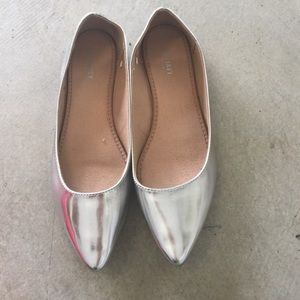 Old Navy Shoes - Silver pointy flats