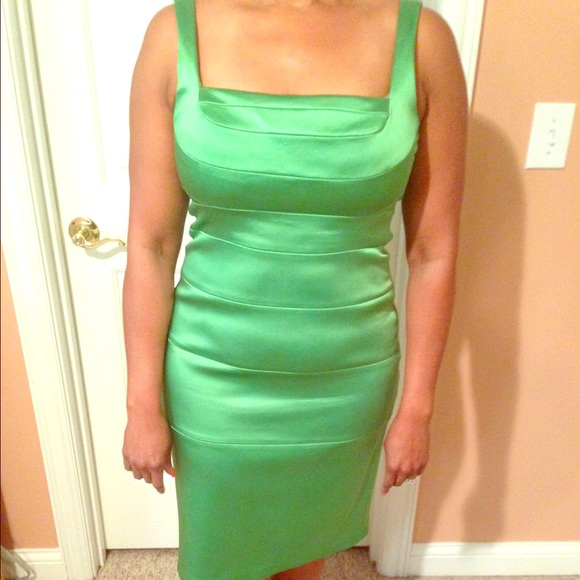 JAX form fitting kelly green cocktail dress