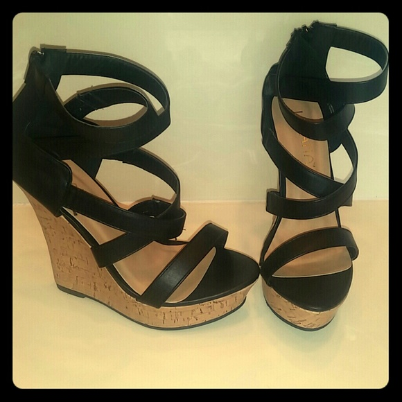 47 liliana shoes size 8 black strappy wedges from