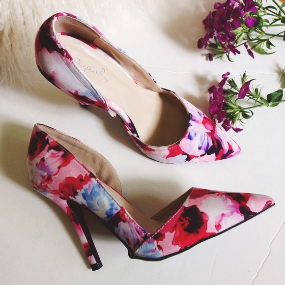 4439cb54679a Floral pumps 🌷
