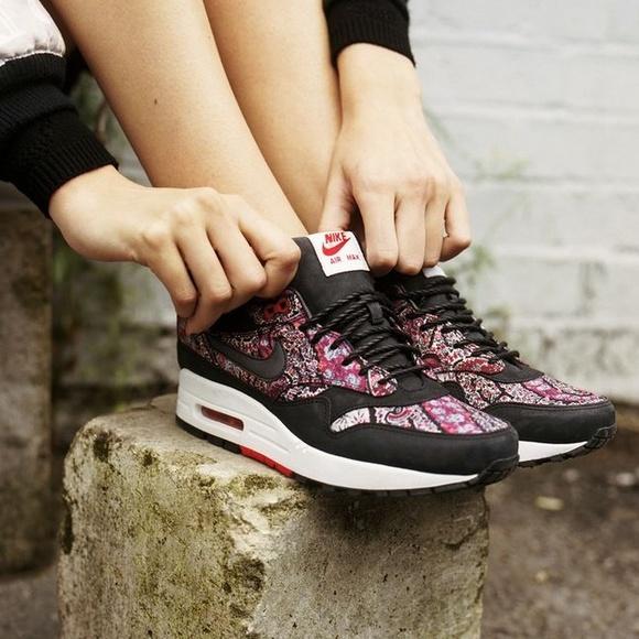 sports shoes a308a caa9e Rare Nike Air Max Paisley Sneakers. M 55651147c7dcbf455601343f