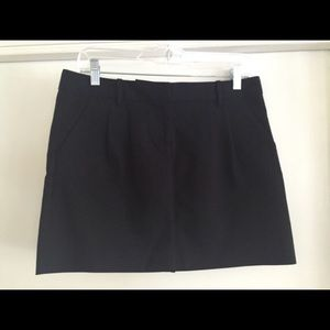 Black Old Navy mini skirt size 6. NWOT