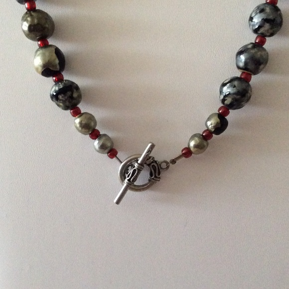 Jewelry - Gorgeous handmade beaded stone toggle necklace🎀