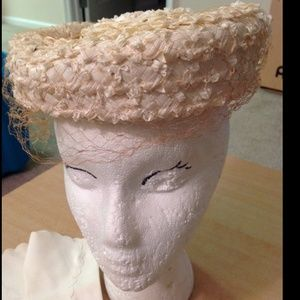 Vintage 1950s straw pillbox hat with netting