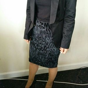 Black and gray printed elastic skirt