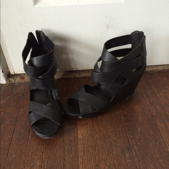 black strap wedge heels - photo #8