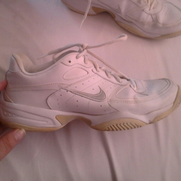32ade897fb44 Nike Shoes - Nike XDR Tennis Shoes