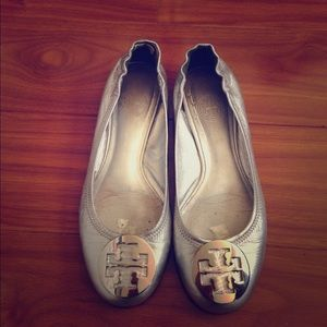 Tory Burch Rare Silver Leather Reva Flats!