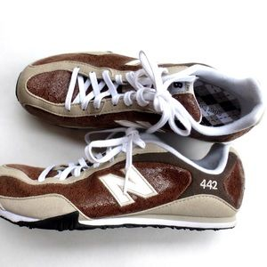 New Balance Shoes - ⛔️HOLD⛔️New Balance 442 brown sneakers NWOT