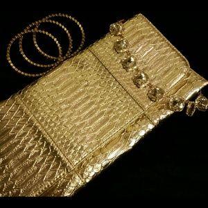 Deena & Oozzy Clutches & Wallets - 🎉HP🎉 Gold Metallic Python Print Clutch