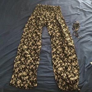 Black/white floral pants