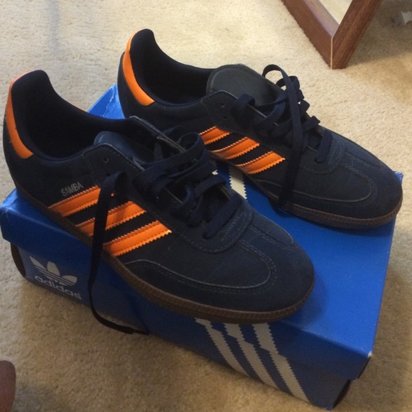 buy online 920e3 00b89 Adidas Shoes - Navy Blue and Orange Sambas