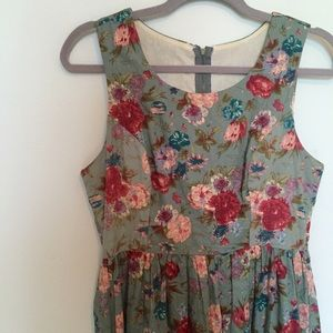 Dresses & Skirts - Antique floral fit and flare dress