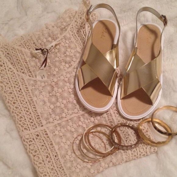 Gold Metallic Cross Strap Sandals Nwot