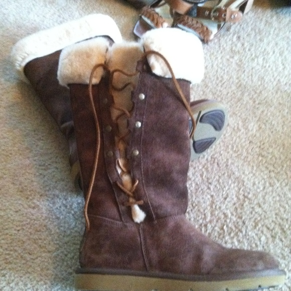 8a220ecb55b Uggs Australian upside down Eskimo boots brown