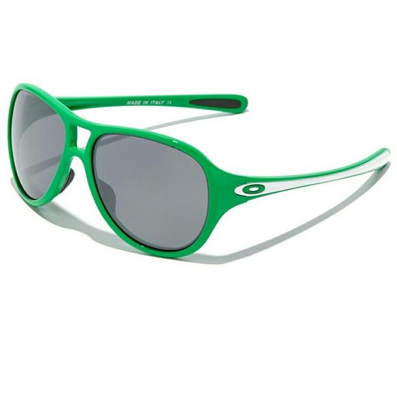 39df156fb6 Oakley Women s 26.2 aviator sunglasses